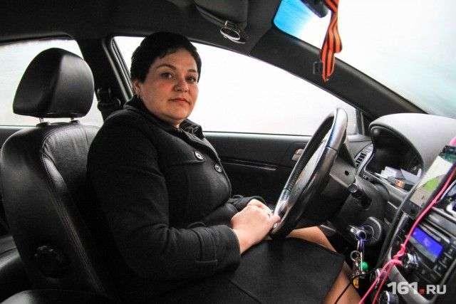 В Ростове-на-Дону женщина-таксист вернула забытые в ее машине 4 млн рублей