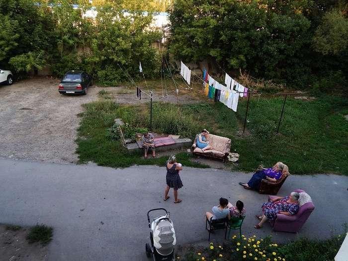 Красиво жить не запретишь: мебель, ковры и другие предметы роскоши в российских дворах