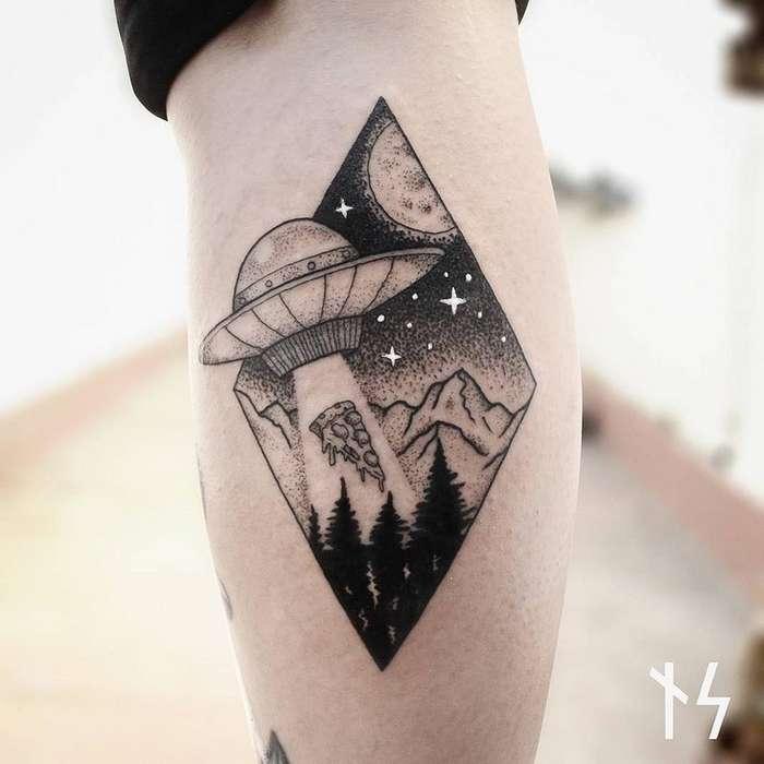 В поисках звезд: космические татуировки от Ника Сквер