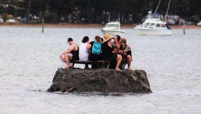 Новозеландцы насыпали остров, чтобы выпить алкоголя в новогоднюю ночь