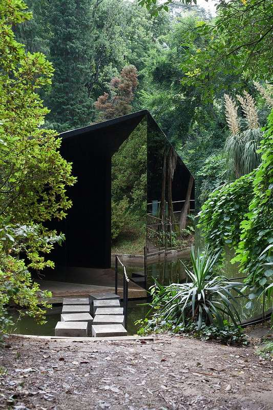 Дом--невидимка- в Португалии