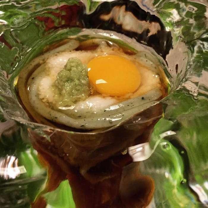 В японском ресторане подают лапшу в ледяных кубах