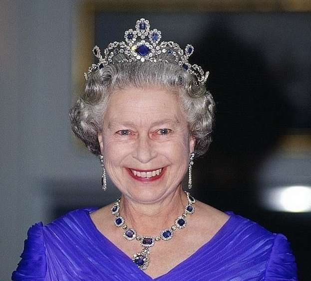 Поставщик королевских бюстгальтеров лишился монаршей милости