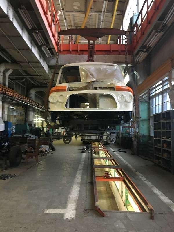 Сотрудники завода ЗИЛ (МСЦ6 АМОЗИЛ) восстанавливают легендарный микроавтобус ЗИЛ-118 -Юность-