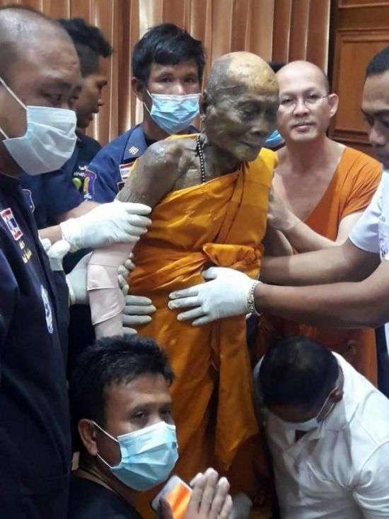 На лице умершего два месяца назад буддийского монаха обнаружили улыбку