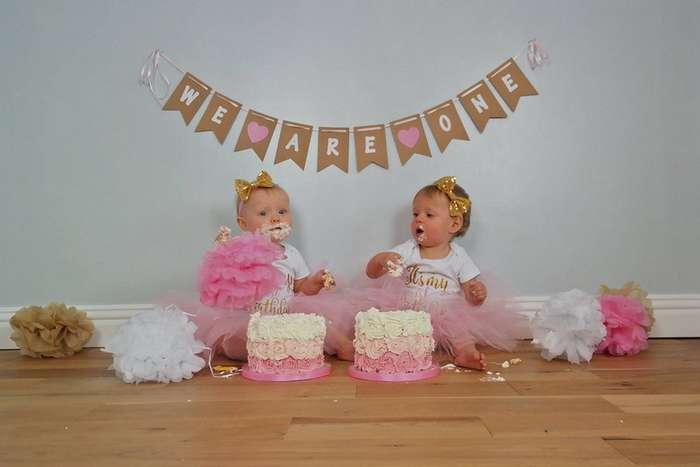 Мама сделала торт-точную копию дочерей-двойняшек