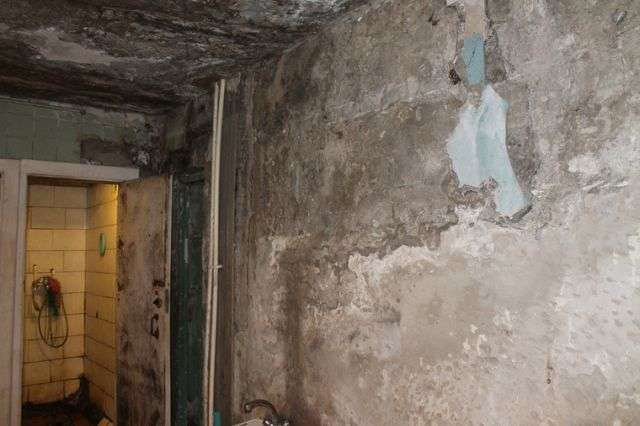 Тюменский гниющий дом пугает своим видом местных жителей