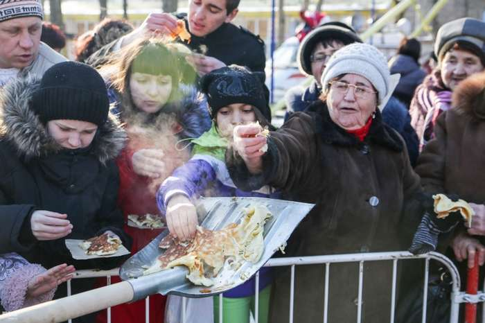 Запад vs Россия: как празднуют Масленицу во всём мире.