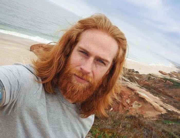 Парикмахер посоветовал парню отрастить бороду - и это полностью изменило его жизнь