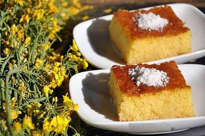 -Ревани- — восхитительный десерт из манки, который пришел к нам из традиционной турецкой кухни. Чудесное лакомство!
