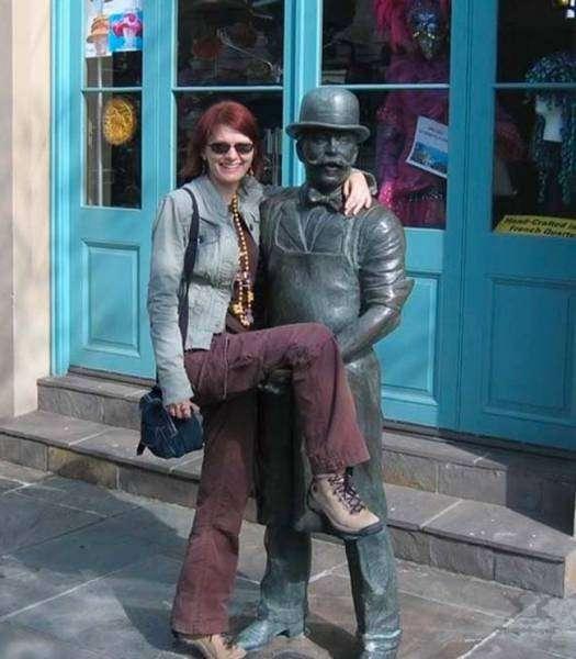 Оригинальные фото туристов с памятниками архитектуры