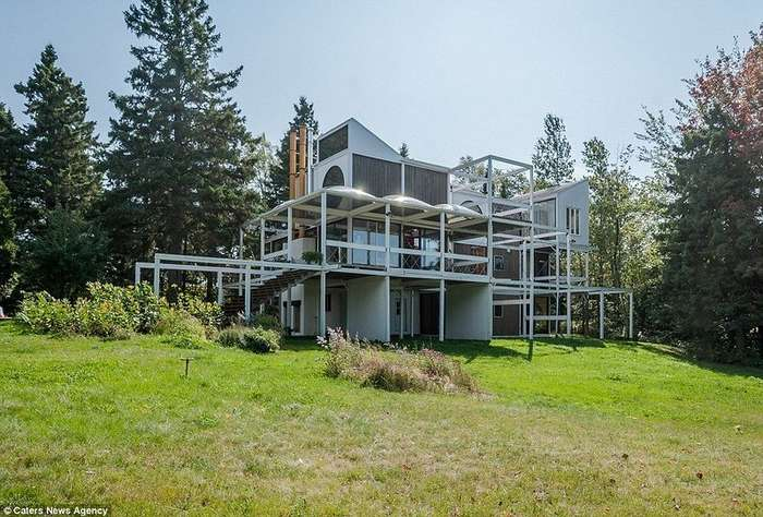 В Канаде продается очень необычный дом, построенный в 70-х годах
