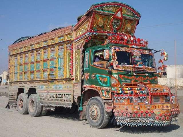 Почему дальнобойщик в Пакистане тратит на украшение грузовика больше, чем на свадебное платье для невесты