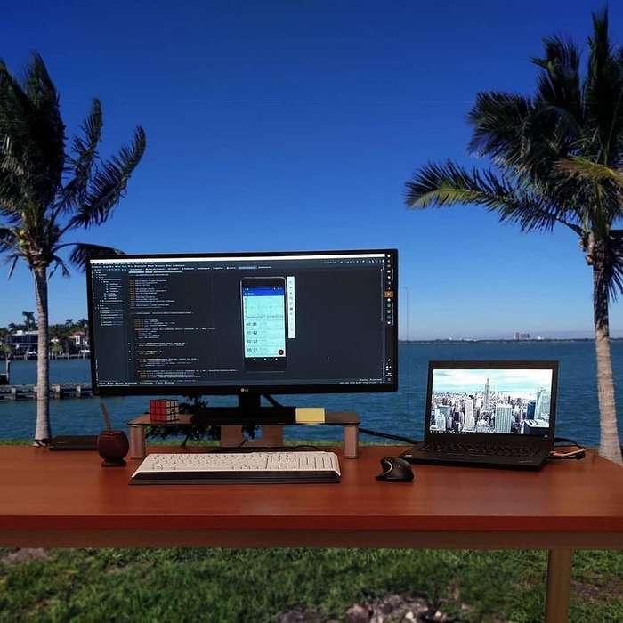 Как выглядят рабочие места современных программистов
