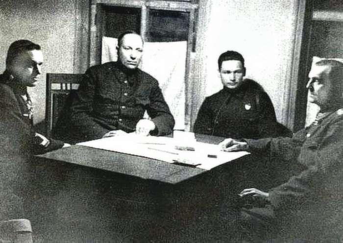 Как Паулюса Рокоссовский с Вороновым напрасно сигарами и чаем угощали-2 фото-