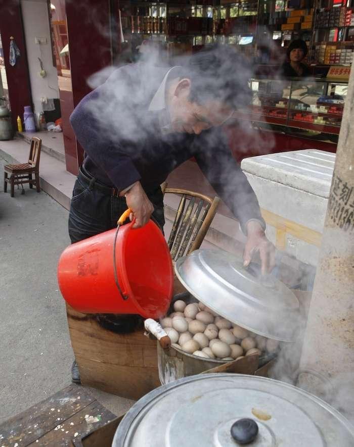 Как готовят один из самых необычных деликатесов в Китае