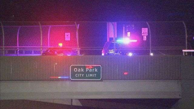 В США грузовики выстроились в линию под мостом, чтобы не дать мужчине покончить с собой