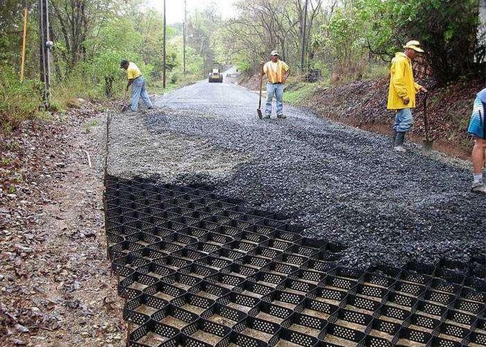 Как с помощь геоячеек строят ровные и прочные дороги на Западе