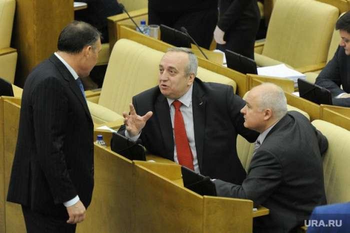 Правительство выступило против резкого снижения зарплат депутатам
