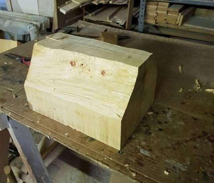 Деревянный брусок оживает под руками мастера