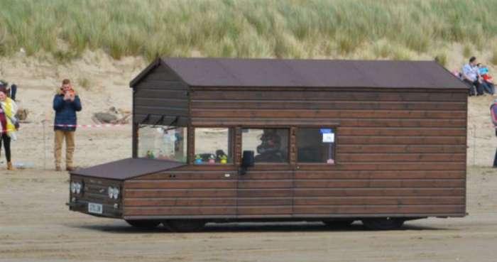 В Британии сделали самоходный сарай, который разгоняется до 160 км/ч