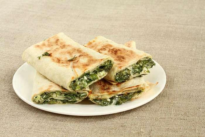 13 вкусных и неизбитых закусок в лаваше, которые идеально подойдут для пикников на природе
