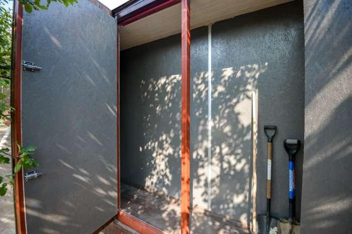 Белорус построил дачный дом из контейнера всего за 2 дня