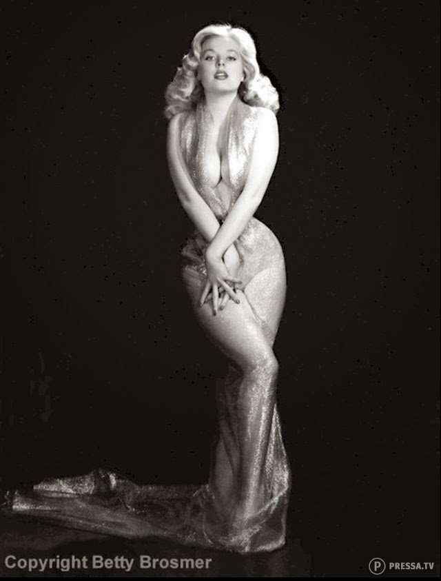 Легендарная Бетти Бросмер - блондинка с пышной грудью и нереально маленькой талией