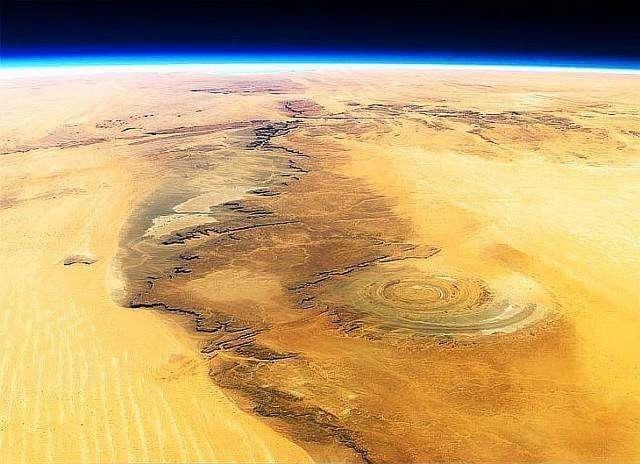 Самые необычные места на Земле-12 фото-