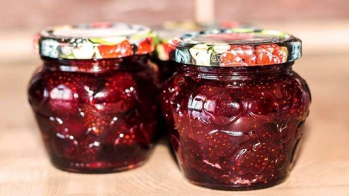 Рецепт густого клубничного варенья с целыми ягодами-6 фото + 1 видео-