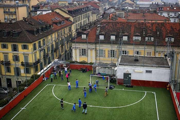 Самые необычные футбольные поля