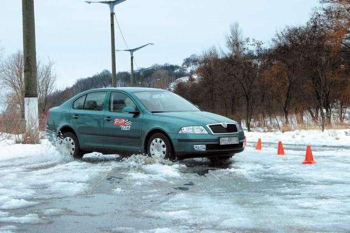 Эксперты рассказали, действительно ли торможение двигателем вредит автомобилю