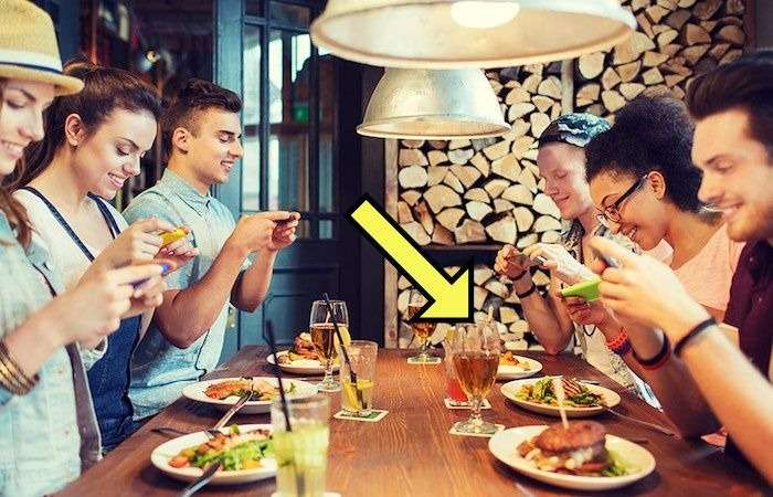 Всё больше ресторанов предлагают -скинуть- половину стоимости ужина, если посетители сделают одну любопытную вещь
