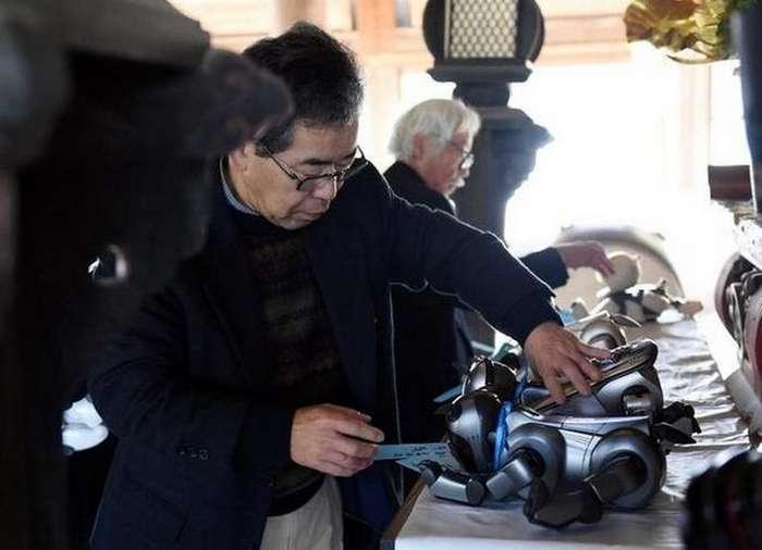 Как провожают в последний путь роботов в Японии