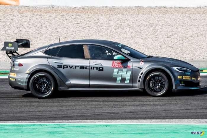 Первая гоночная Tesla