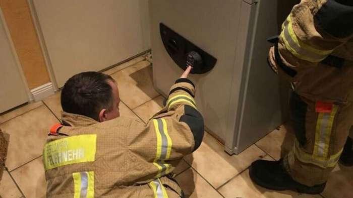 Немецкий пожарный вытащил мальчика из сейфа, код которого знал только покойный дед