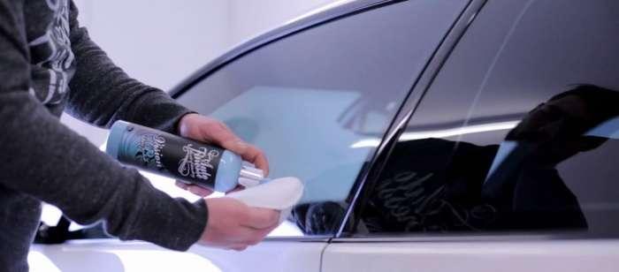 Как быстро избавиться от царапин на стекле автомобиля