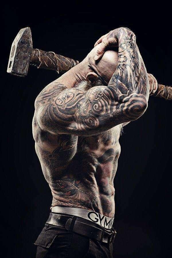 Хуан Рекерс — татуированный культурист в самом расцвете сил
