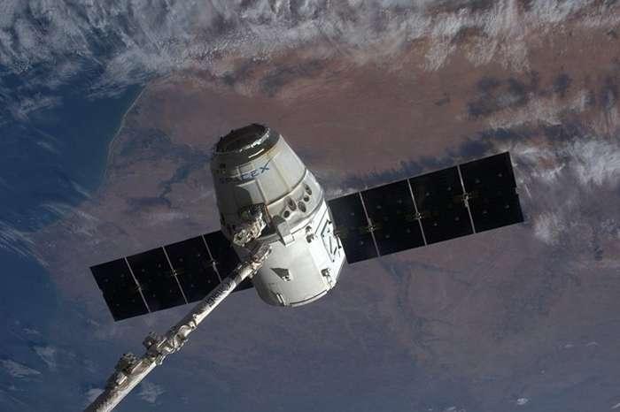 Космический грузовик Илона Маска завершил фантастическую миссию к МКС-2 фото-