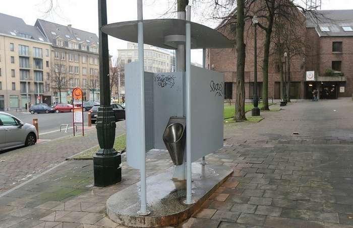 Общественные туалеты у всех на виду-16 фото-