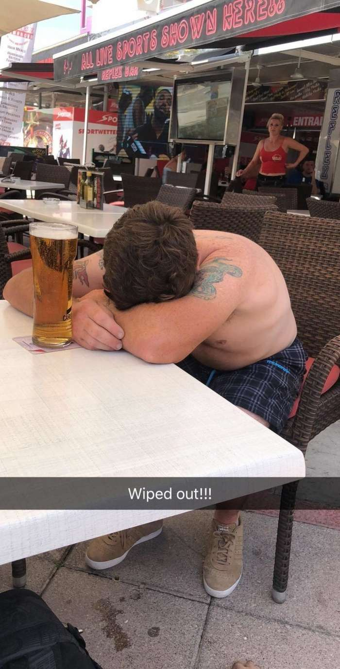 Два друга решили взять по пиву после работы и очнулись в Испании фото-5 фото-