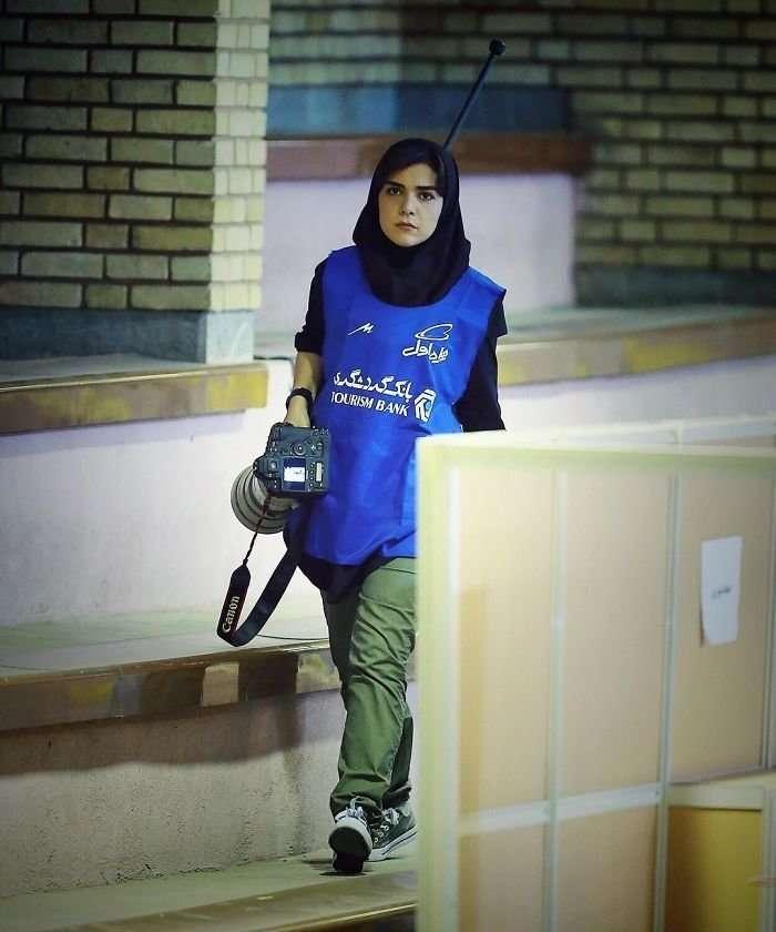 Первая в истории: иранская журналистка гениально обошла запрет на посещение стадиона-10 фото-