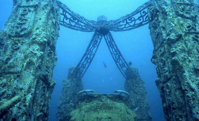 Величественная архитектура на дне морей