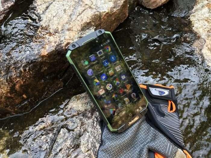Смартфон, которому не страшны пыль, вода и разряженный аккумулятор