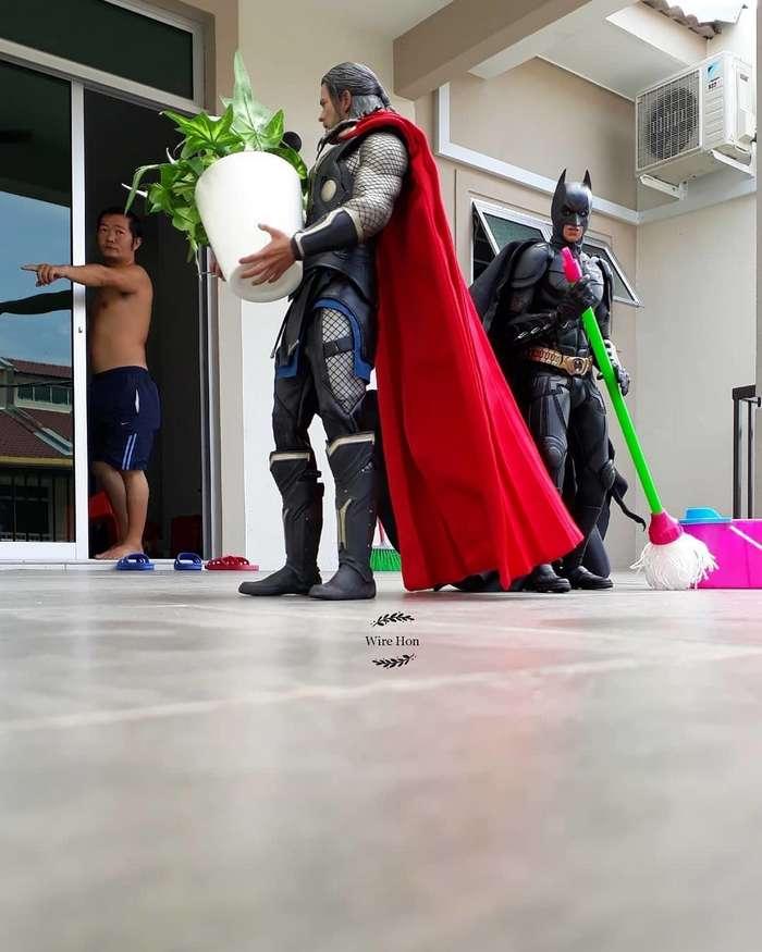 Малайзиец нашёл оригинальный способ фотографироваться с супергероями