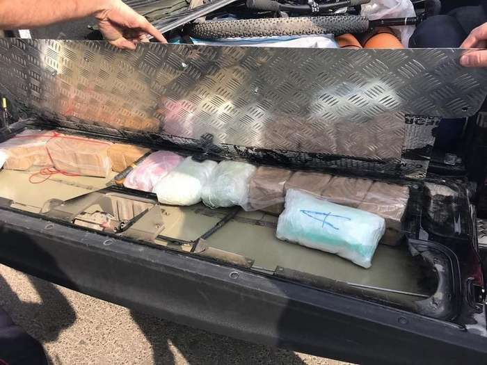 Пацаны к успеху шли: в Казани задержали пикап с кучей наркоты