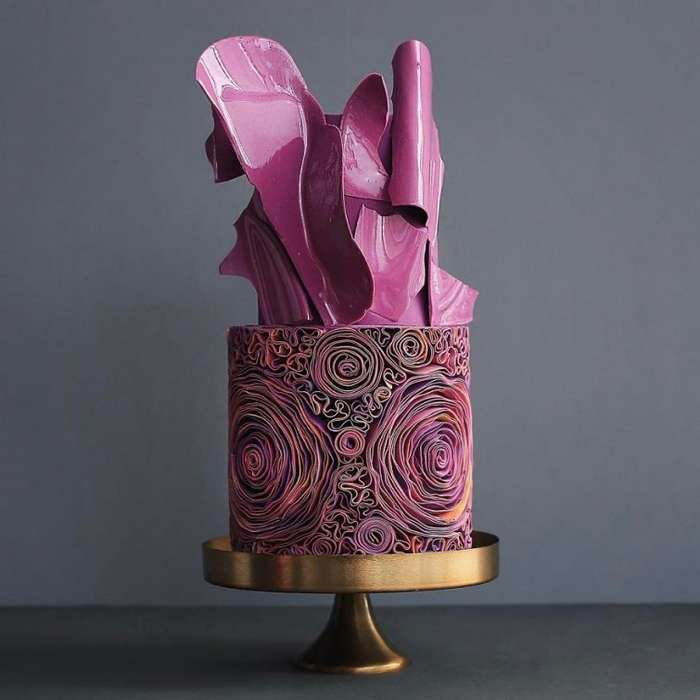 Мастера из российской кондитерской создают роскошные торты, которые жалко съесть