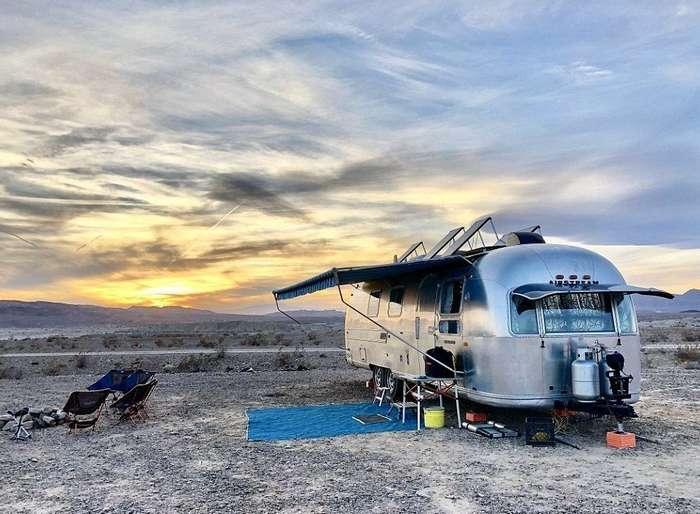 Семья с четырьмя детьми поменяла шикарный дом на фургон для путешествий