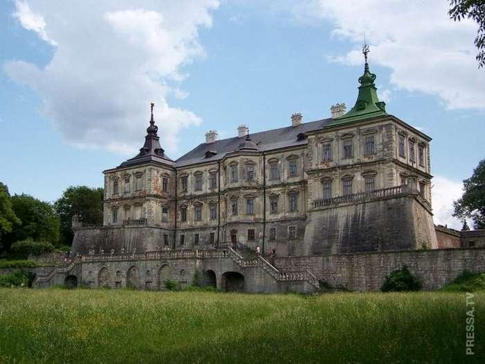 Самые известные заброшенные замки в разных странах мира