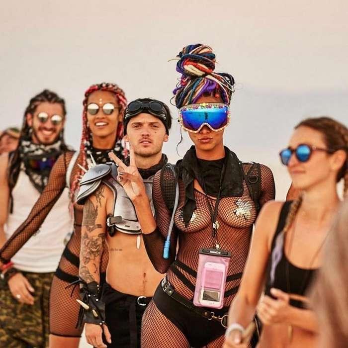 30 самых горячих девушек с фестиваля света и огня -Burning Man 2018--33 фото-